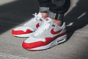 "Review: Nike Air Max 1 Anniversary ""University Red"", ein Symbol entlang des Maßstabes"