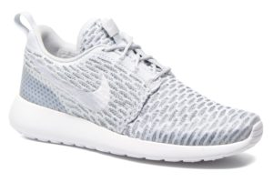 nike-roshe run-damen-grau-704927-009-graue-sneakers-damen
