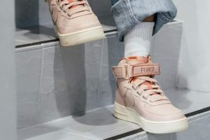 Release: Nike Air Force 1 Utility Particle Beige Damen Rosa